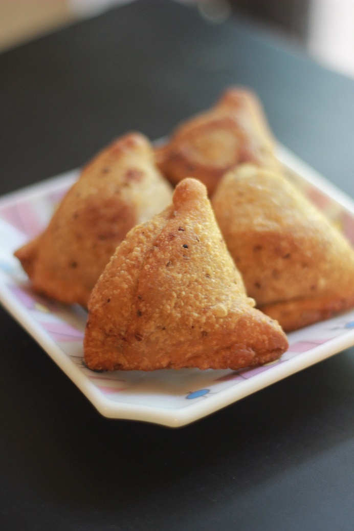 Punjai Samosa Recipe | How to make Samosas fro scracth by Foodomania
