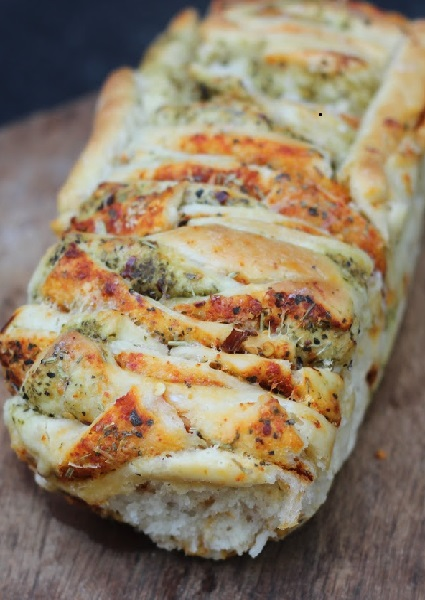 Cheesy Pesto Pull-Apart Bread Loaf image