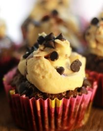 Foodomania Featured Pic - Turtle Chocolate Cupcakes